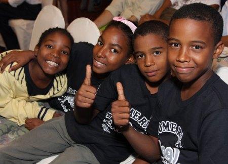 Parte de los amigos de Arlenis Sosa que participaron en la presentación de su Fundación
