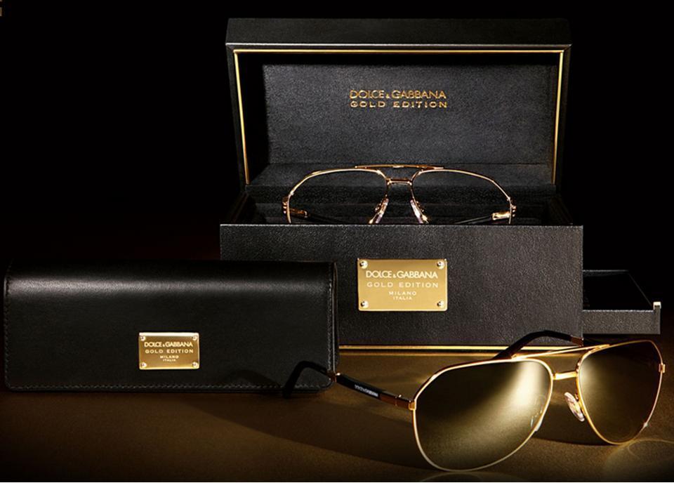 66d7b6dd4a Soy enferma con los lentes tipo aviador y creo que he encontrado uno  apropiado para lista de regalos de Navidad: La edición Gold Edition de D&G.
